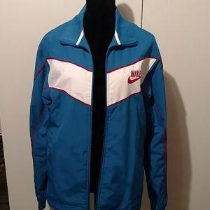 Nike lightweight jacket lined media pockets
